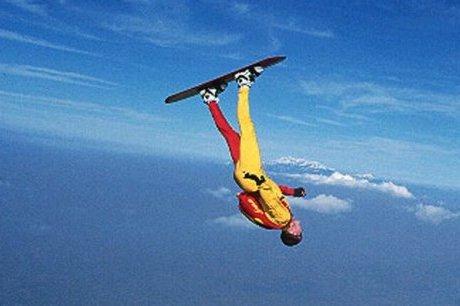 le-sky-surf-du-parachutisme-avec-un-surf-aux-pieds_1006007_460x306