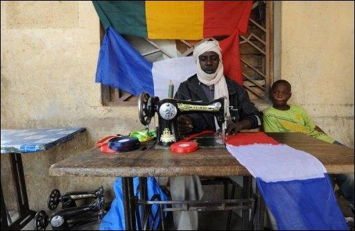 Mali-Francois-Hollande-est-arrive-a-Sevare-pour-une-visite-eclair_reference CRédits : Courrier Picard