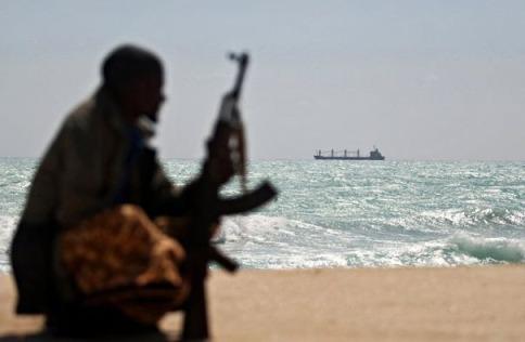 319861_un-pirate-somalien-a-hobyo-le-7-janvier-2010
