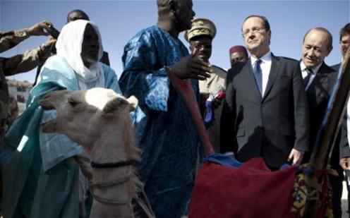 """""""Casse-toi !"""" dit le dromadaire à Francois Hollande"""