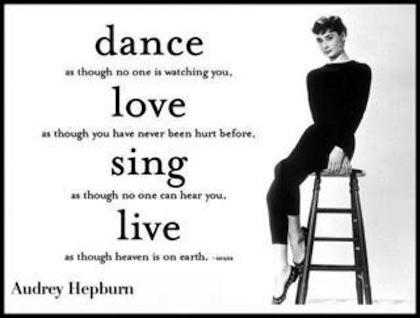 aurdey-hepburn-dance-love-sing-live