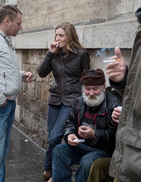 Quand-NKM-fume-une-cigarette-en-compagnie-de-SDF_reference