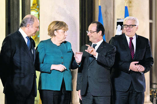francois-hollande-laurent-fabius-angela-merkel