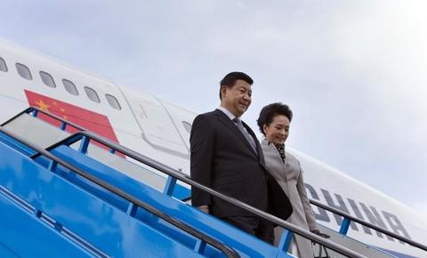 Le-president-chinois-Xi-Jinping-et-sa-femme-Peng-Liyuan-arrivent-a-Amsterdam-le-22-mars-2014 Europe Hollande