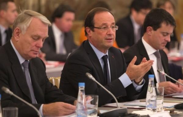 sem12octh-Z23-Ayrault-Hollande-Valls-recoivent-les-maires