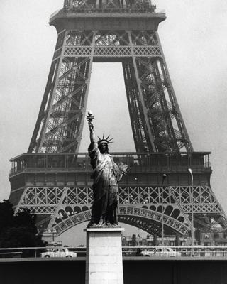 Robert-Doisneau-La-Tour-Eiffel-en-libert---1969-54506