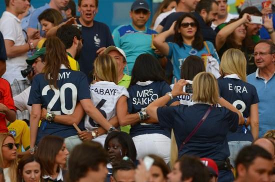 Les-femmes-des-Bleus-dans-les-gradins-du-Stade-Maracana-lors-du-match-France-Equateur-au-Bresil-le-25-juin-2014_exact1024x768_l