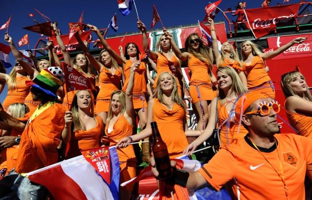 Dutch women in orange miniskirts cheer o Hup Holland