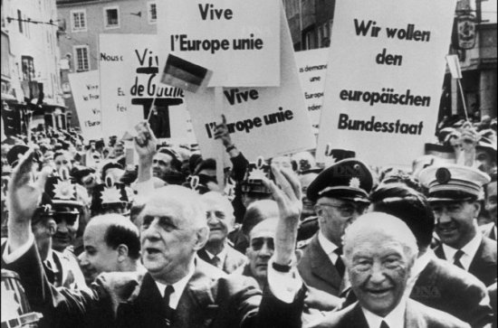 le-general-avec-le-chancelier-konrad-adenauer-a-bonn-l-europe-est-deja-une-esperance-partagee-photo-dna