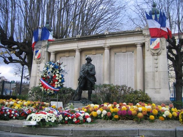 Monument_aux_morts_de_Maisons_Alfort_le_11_novembre