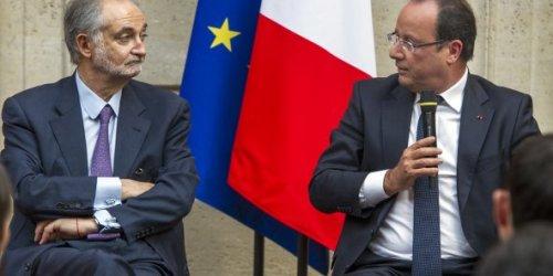jacques-attali-aux-cotes-du-president-de-la-republique-francais-hollande-a-l-elysee-en-septembre-2013